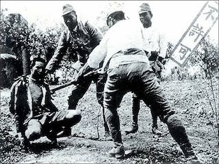 An image of a captive Filipino under the hands of the Guerrillas